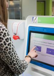 Using a digital screen in a health centre